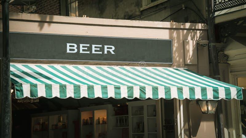 Знак улицы к пиву стоковое изображение rf