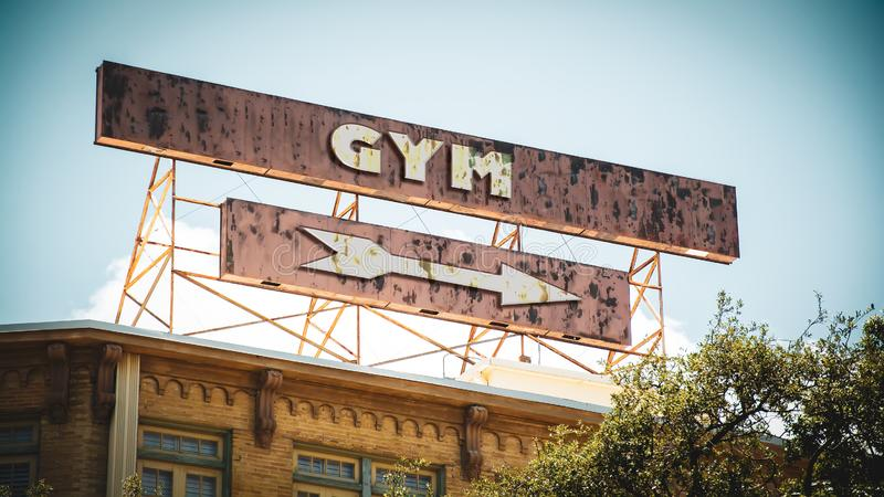 Знак улицы к спортзалу стоковое фото rf