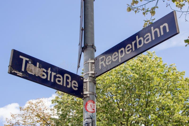 Знак улицы Reeperbahn стоковая фотография