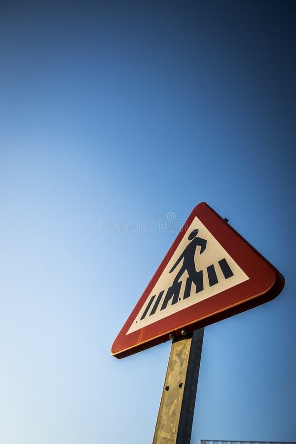 Знак уличного движения в улице в Sant Cugat del Valles стоковое изображение rf