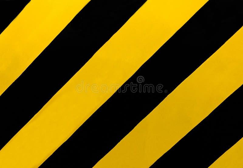 Знак уличного движения: Прямоугольный знак с раскосными желтыми и черными нашивками, везде, где медиана или другое затруднение стоковое изображение rf