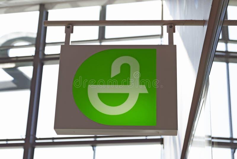Знак фармации на торговом центре Avion стоковая фотография rf