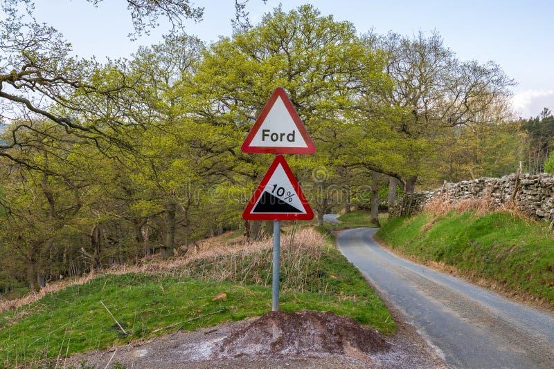 Знак: Форд, спуск 10% стоковое изображение rf
