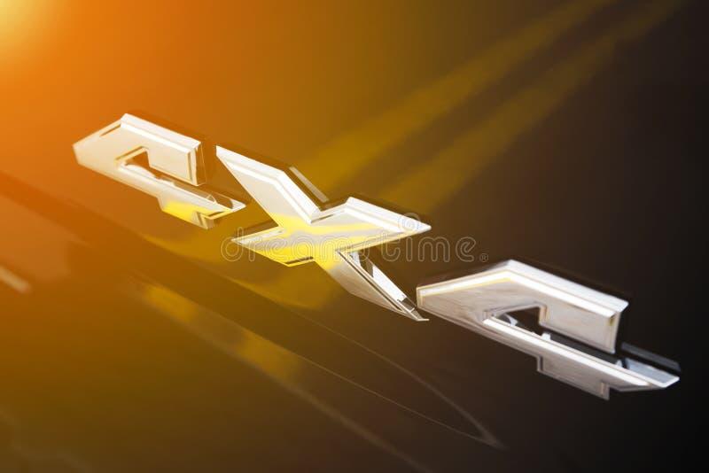 знак хрома 4x4 на теле автомобиля стоковое изображение
