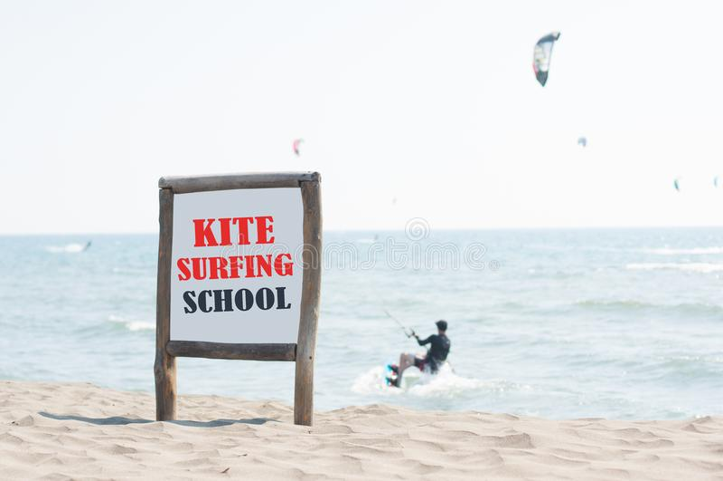 Знак школы Kitesurfing стоковые изображения
