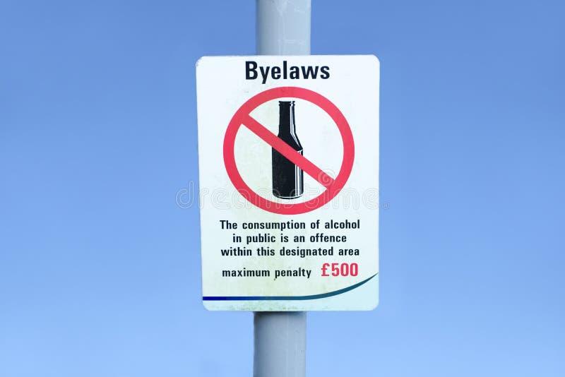 Знак штрафа обиды публики потребления алкоголя точный стоковое изображение