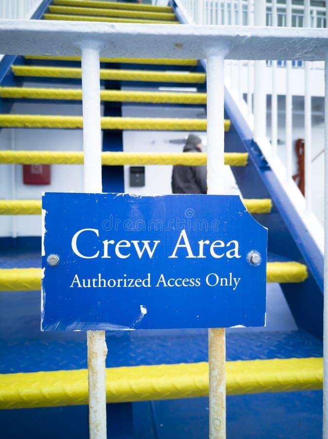 Знак экипажа единственный на корабле перед лестницами к мосту стоковая фотография rf