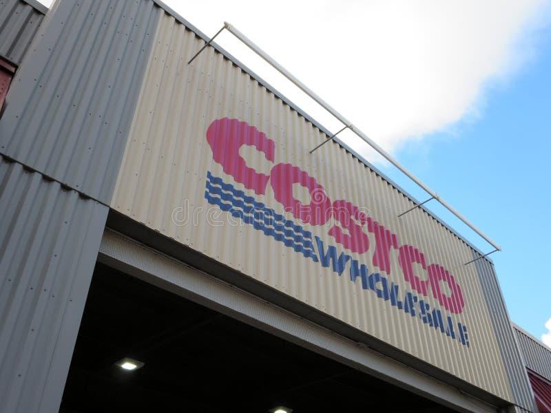 Знак экстерьера магазина оптовой продажи Costco стоковая фотография rf