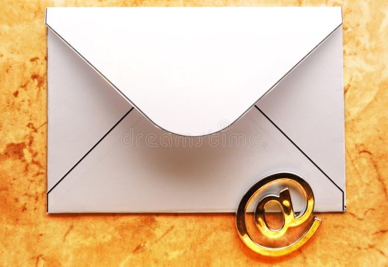 Знак электронной почты на конверте стоковая фотография