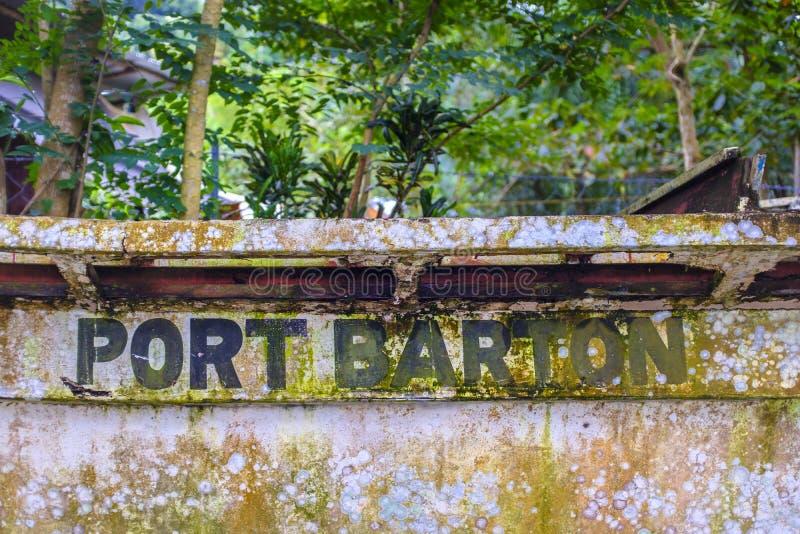 Знак Barton порта на старой шлюпке стоковая фотография rf