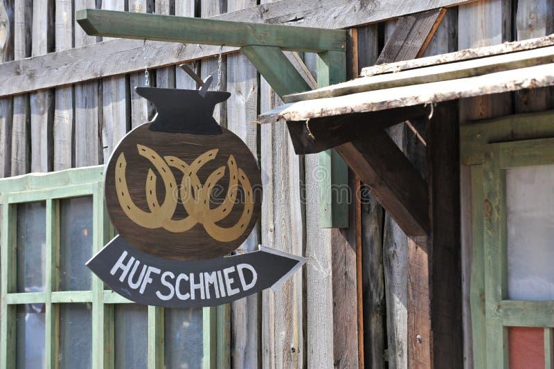 знак blacksmith вися стоковое фото