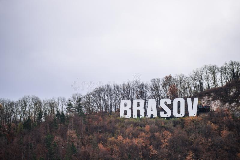 Знак Brasov на горе Тампа на падении стоковая фотография rf