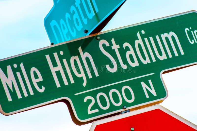 Знак Mile High Stadium стоковые изображения rf