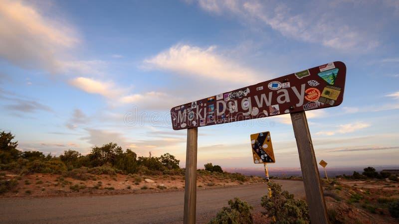 Знак Moki Dugway стоковое изображение rf