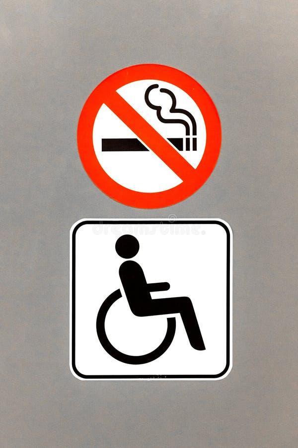 Знак WC для неработающий и позволенный курить стоковое фото rf