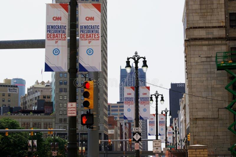 Знамена спора CNN демократичные президентские и знаки внутри Детройт, 30-ое и 31 июля стоковое изображение