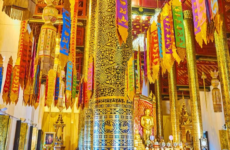 Знамена Lanna ритуальные в Phra Viharn Luang, Wat Chedi Luang, Чиангмае, Таиланде стоковое фото