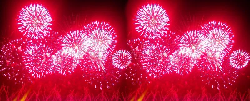 Знамя для вебсайта Фейерверки освещают вверх небо с ослеплять дисплеем, концепцию торжества события _ стоковые фотографии rf
