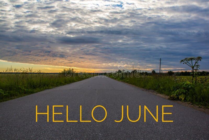 Знамя здравствуйте июнь Текст на фото Отправьте SMS здравствуйте июню Новый месяц Новый сезон Летний месяц Текст на фото захода с стоковая фотография rf