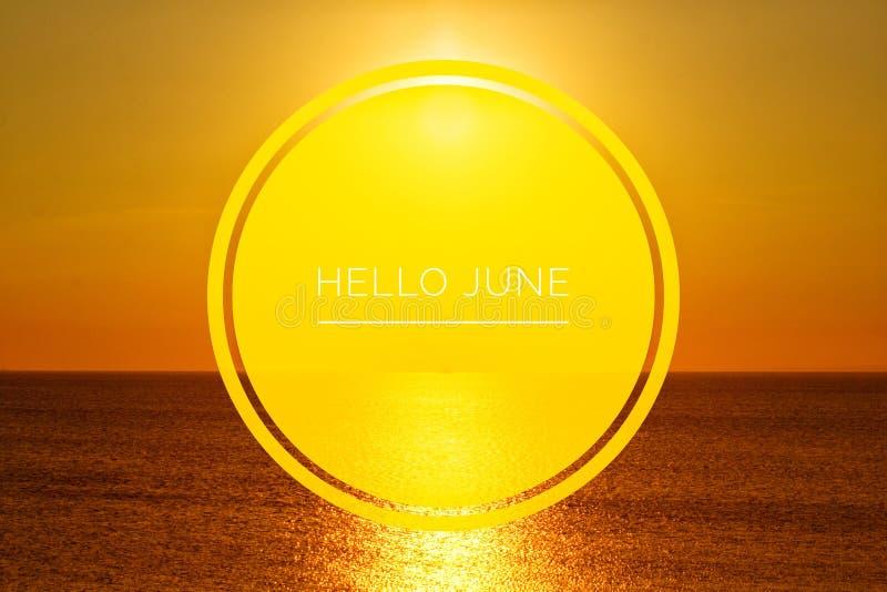 Знамя здравствуйте июнь Текст на фото Отправьте SMS здравствуйте июню Новый месяц Новый сезон Летний месяц Текст на фото захода с стоковое изображение rf