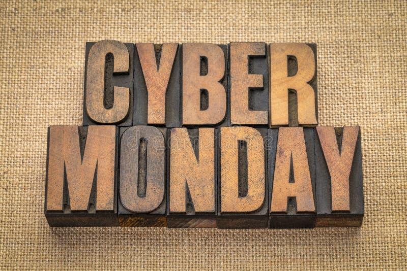 Знамя понедельника кибер в деревянном типе стоковые изображения