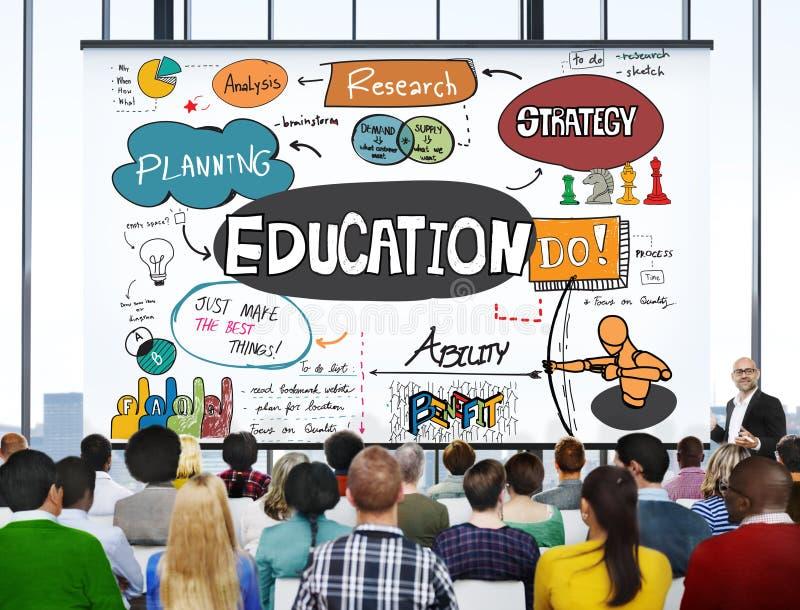 Знание образования изучая учащ концепцию университета стоковые фото