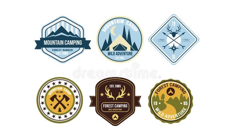 Значки логотипа горы располагаясь лагерем ретро установили, лагерь ренджера леса, одичалая иллюстрация вектора ярлыков приключени иллюстрация вектора