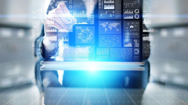 Значки на виртуальном экране, технология применений, концепция предпосылки развития стоковые фото
