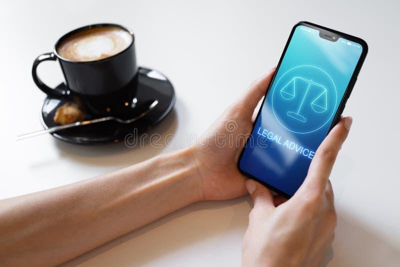 Значки юридического совета на экране мобильного телефона Поверенный в суде, консультация, supprot r стоковое изображение
