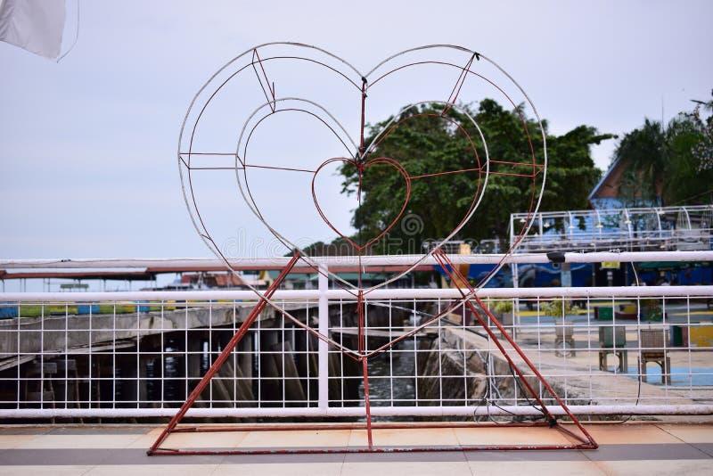 Значок любов в общественном парке стоковые изображения