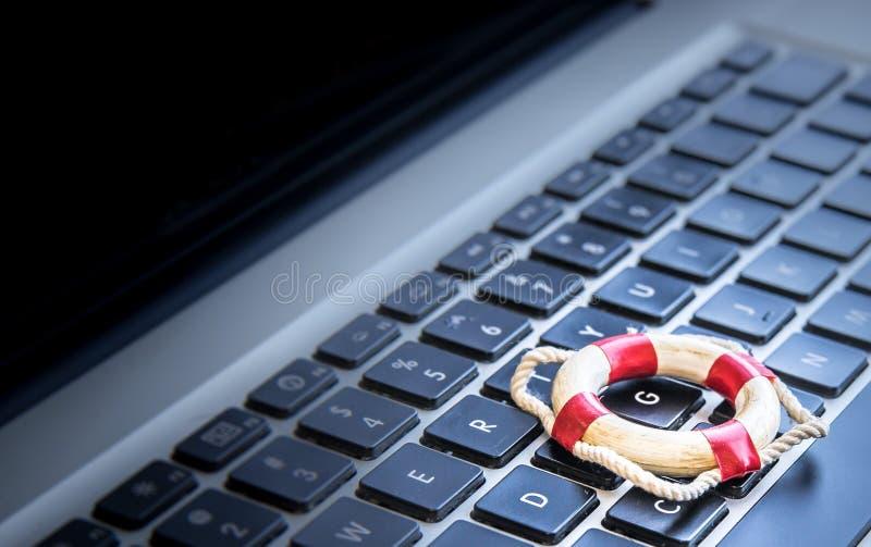 Значок спасательного жилета на клавиатуре компьютера стоковое изображение rf