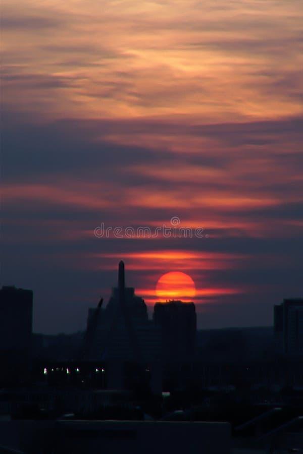 Знойный заход солнца стоковые изображения