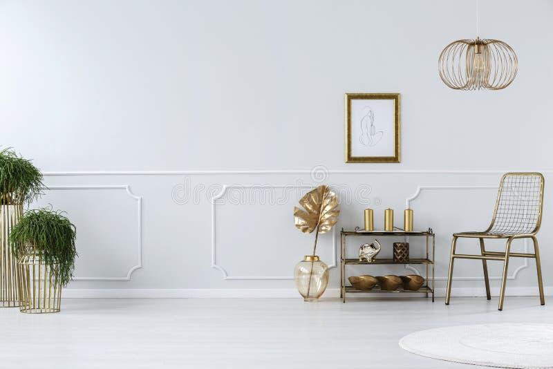 Золотая гостиная стоковые фотографии rf