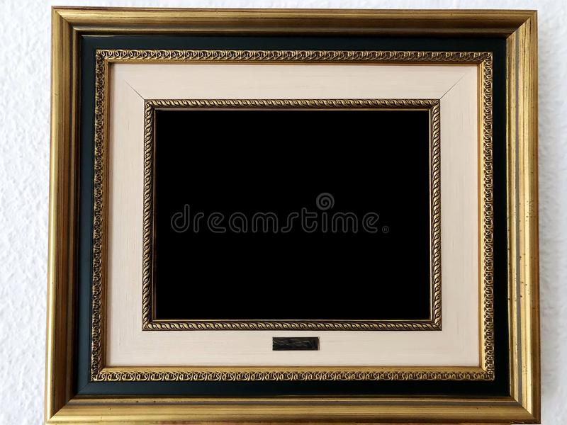 Золотая деревянная картинная рамка стоковые изображения rf