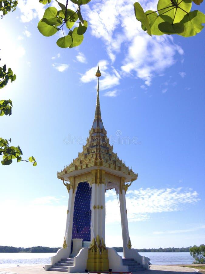 Золотая модель крематория для HM короля Bhumibol Adulyadej на k стоковое изображение rf