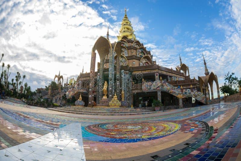 Золотая пагода дизайн от керамики красочной и красиво, общественное место виска стоковое изображение