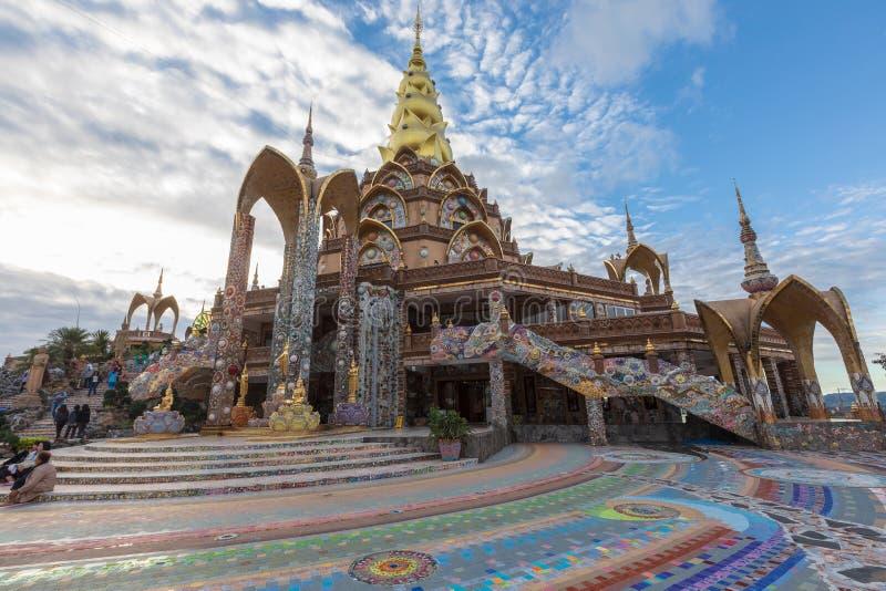 Золотая пагода дизайн от керамики красочной и красиво, общественное место виска стоковые изображения