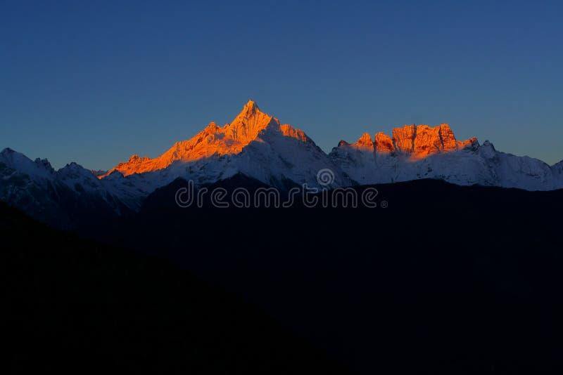 золотистая гора стоковая фотография