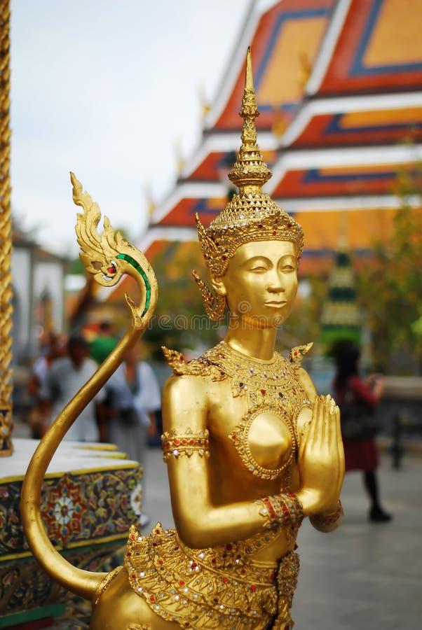 золотистая статуя стоковые изображения rf