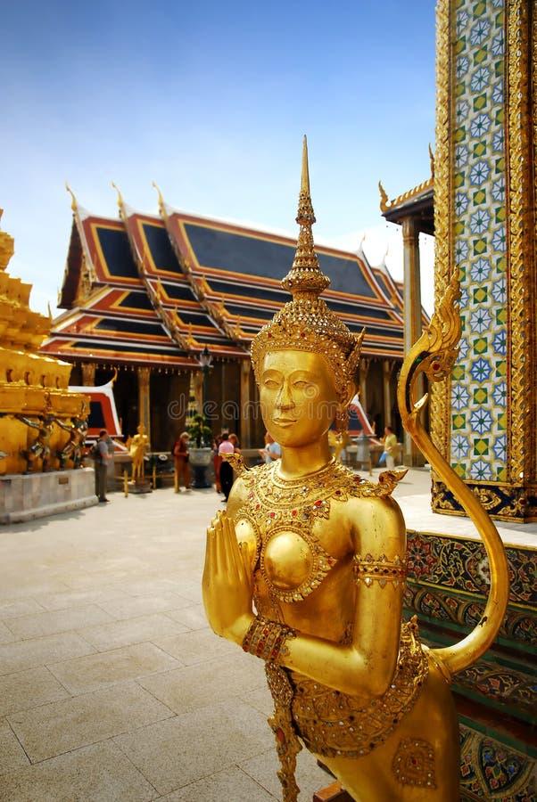 золотистая статуя стоковые фото