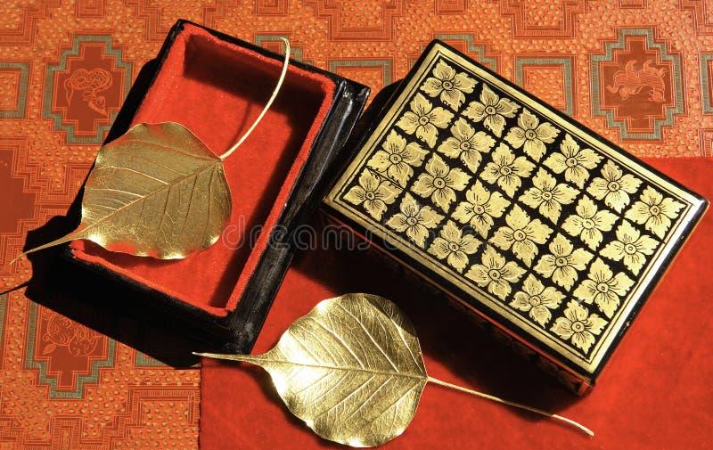 золотистое ремесленничество выходит mandalay myanmar стоковые изображения rf