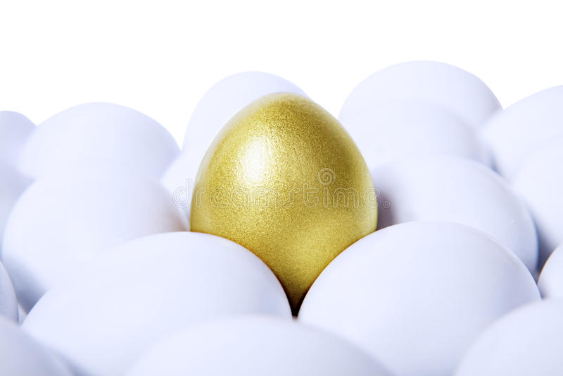 Золотистое яичко горизонтальное стоковое изображение rf