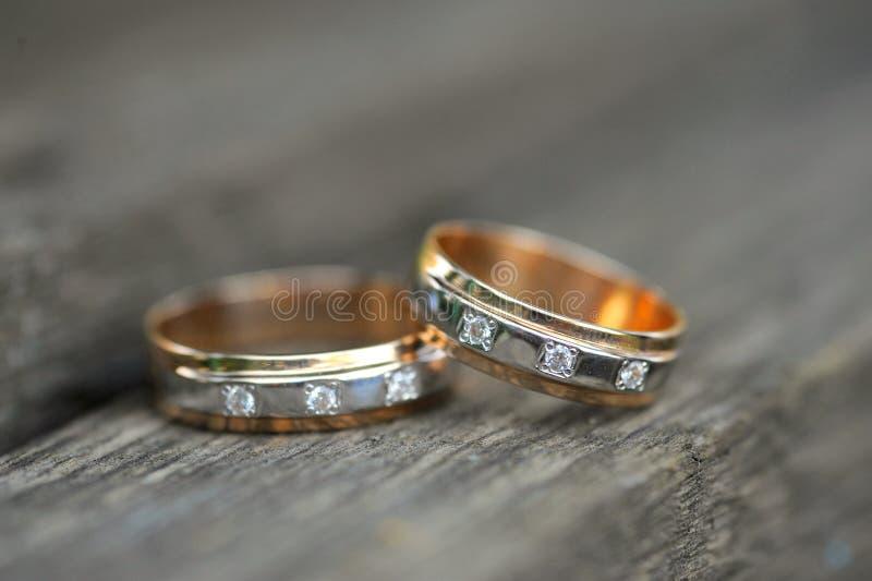 Download золотистые кольца 2 Wedding Стоковое Изображение - изображение насчитывающей навсегда, closeup: 17617943