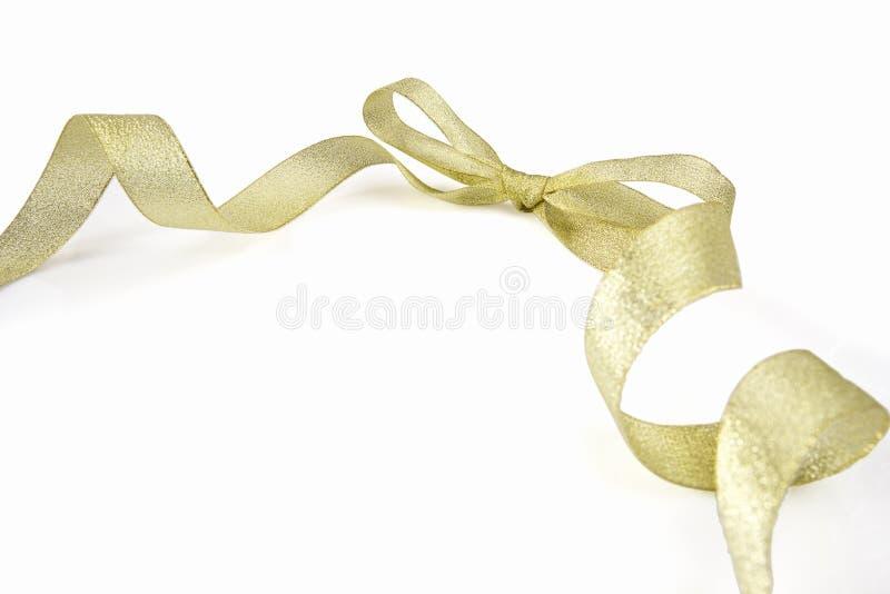 Золотистые тесемка и смычок стоковая фотография rf