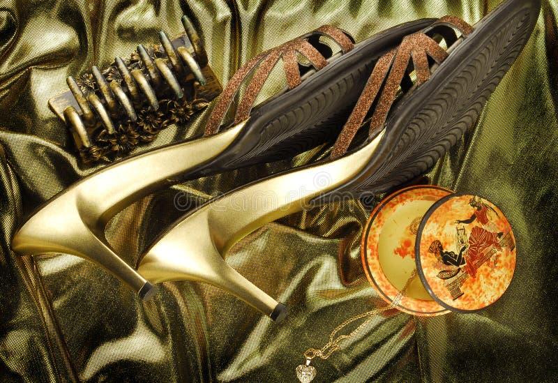 золотистые womans ботинок стоковая фотография rf