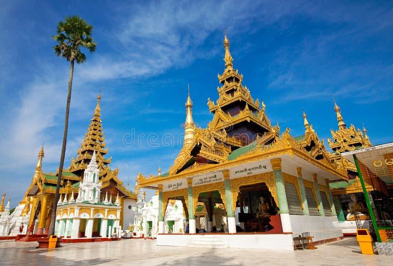золотистый висок yangon shwedagon pagoda myanmar стоковые фотографии rf