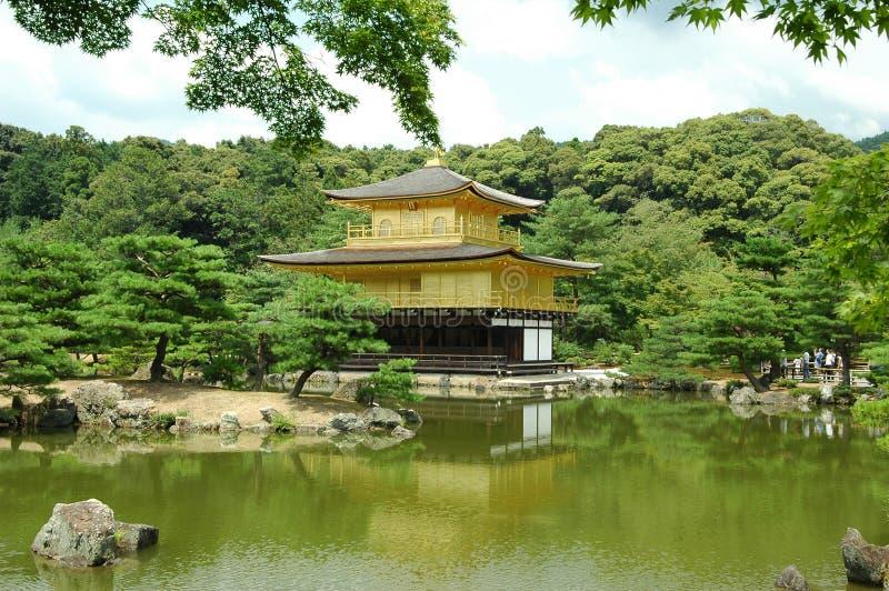 золотистый павильон kinkakuji стоковое фото
