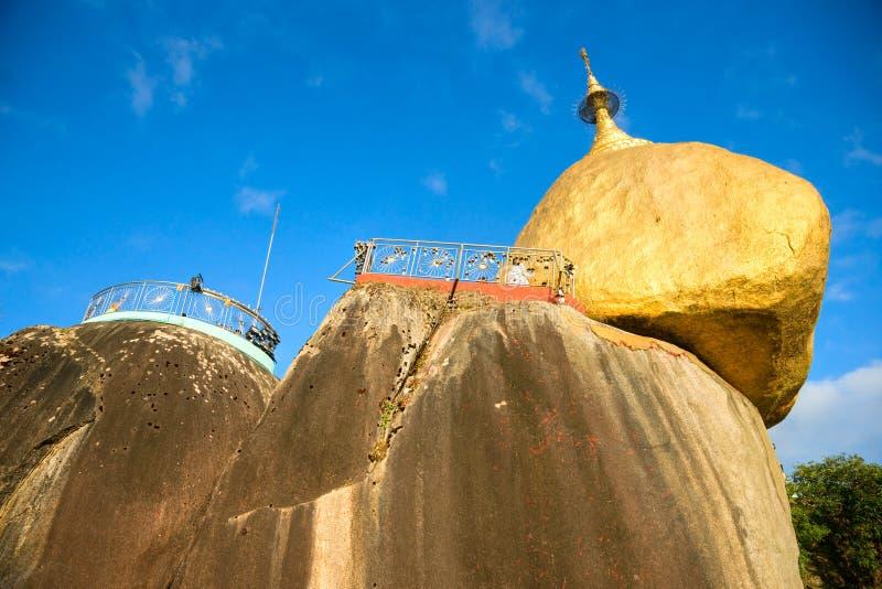 золотистый утес myanmar стоковые изображения rf