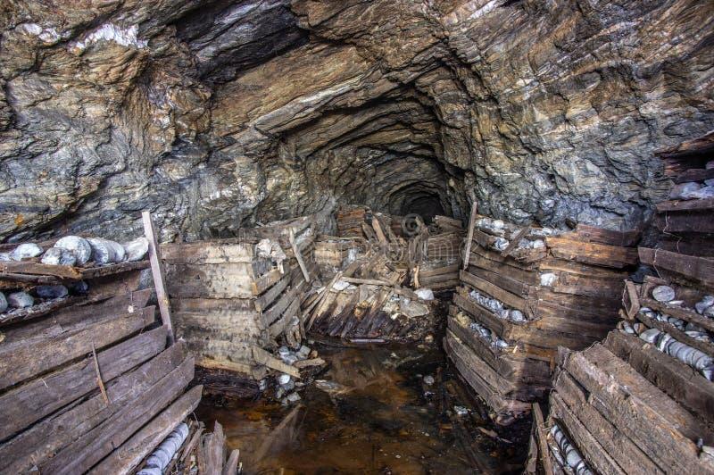 золотодобывающий рудник старый стоковые изображения