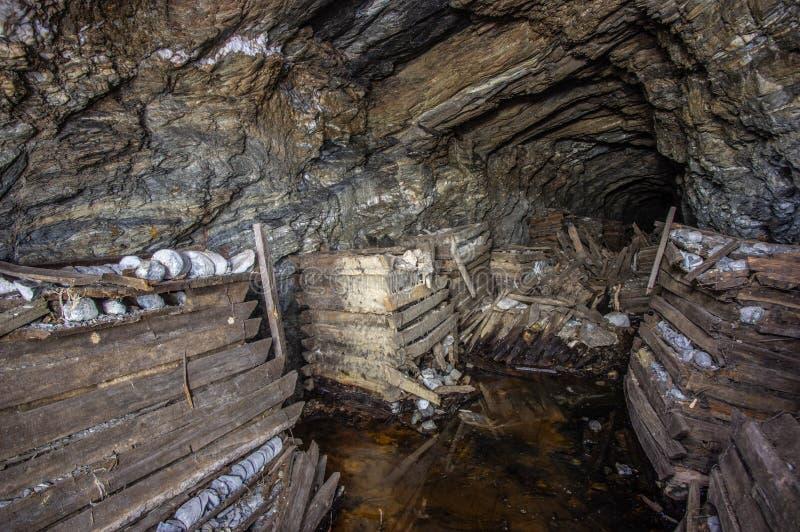 золотодобывающий рудник старый стоковое фото rf